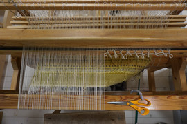 cutting off the weaving