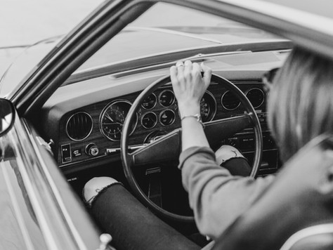 Demora para reparar defeito de automóvel gera direito a restituição, mas não a dano moral
