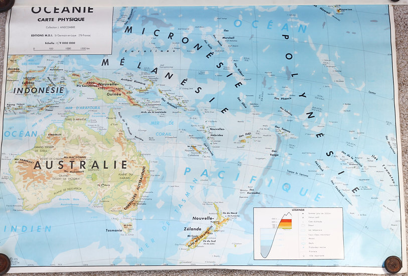 Large French school map of New Zealand & Australia (sold)