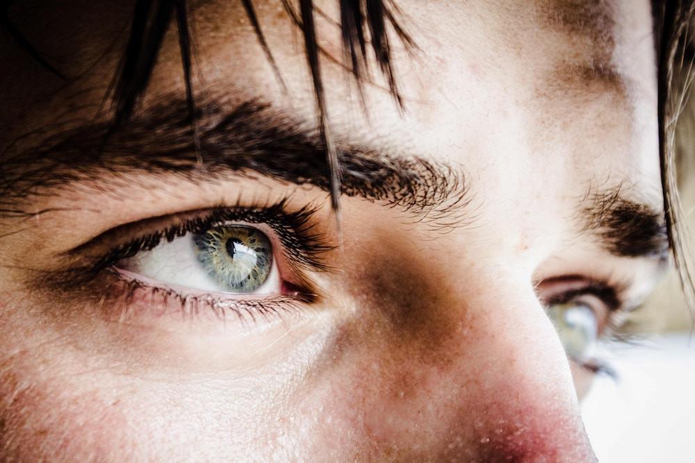 Augenpartie Mann grün - Hairtravel