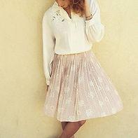 חולצת מיכאלה וחצאית עייני
