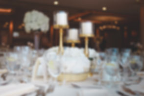 selective-focus-photo-of-table-centerpie