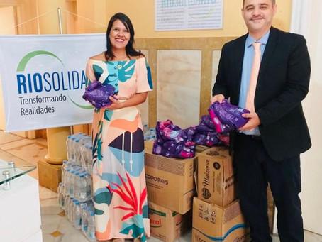 Doações para atingidos pelas chuvas no Estado são entregues no RioSolidário...