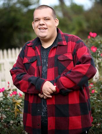 Hombre con discapacidad sonriendo