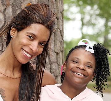 Chica con síndrome de Down y su madre