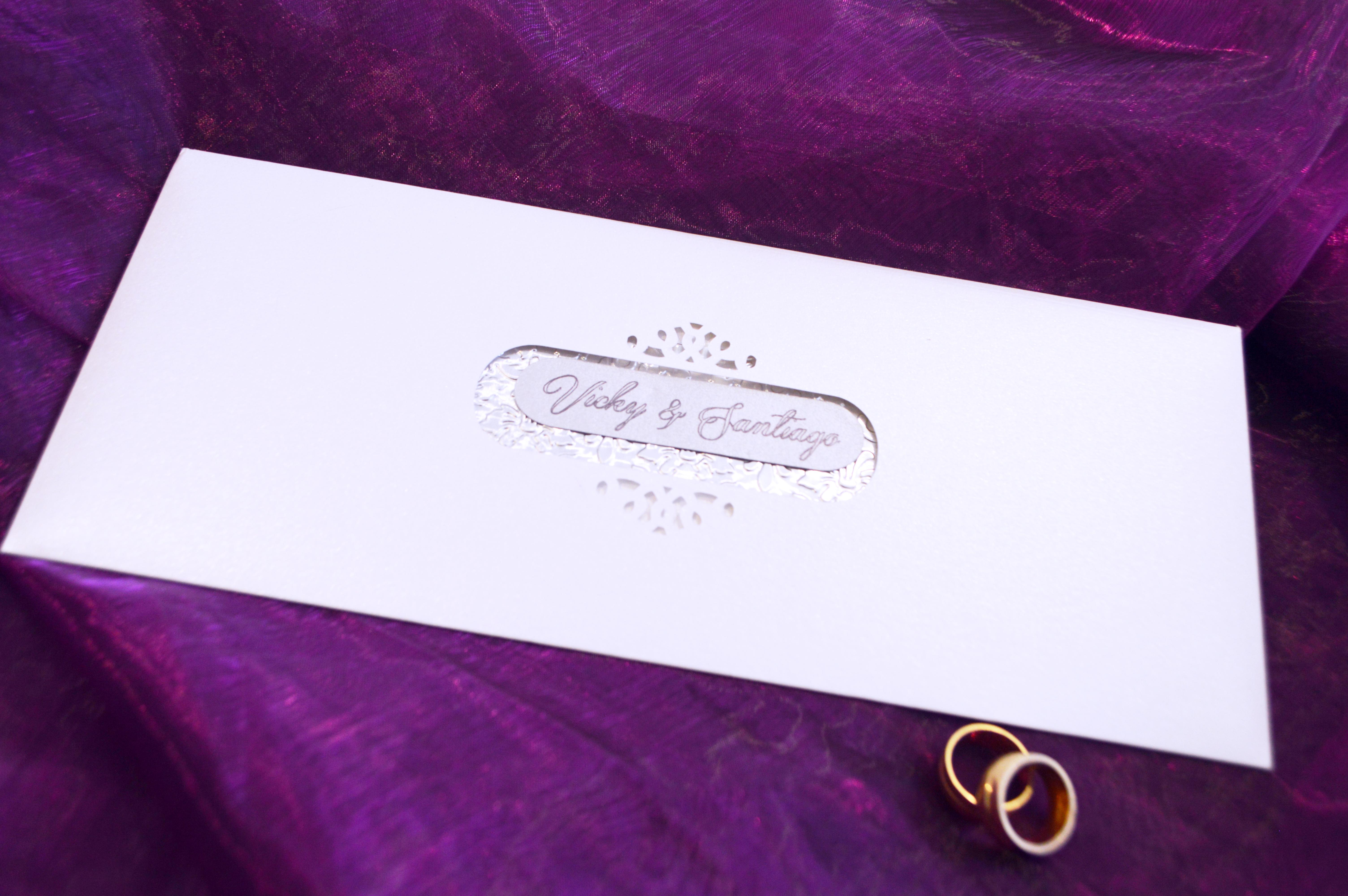 invitación alargada monograma