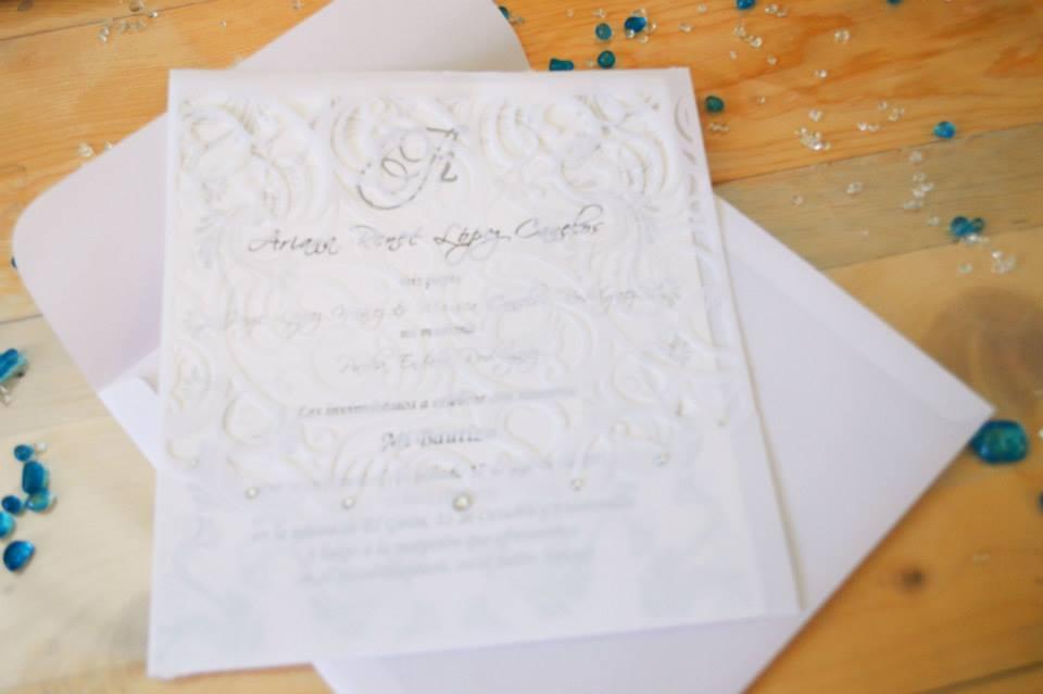 Invitación de encaje pergamino