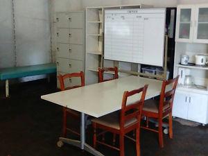 豊川市の障害者就労継続支援事業所ベジモファームBの作業室