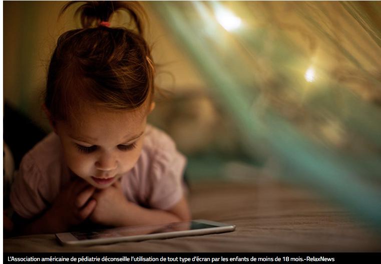 Danger des smartphones et tablettes pour petits enfants.