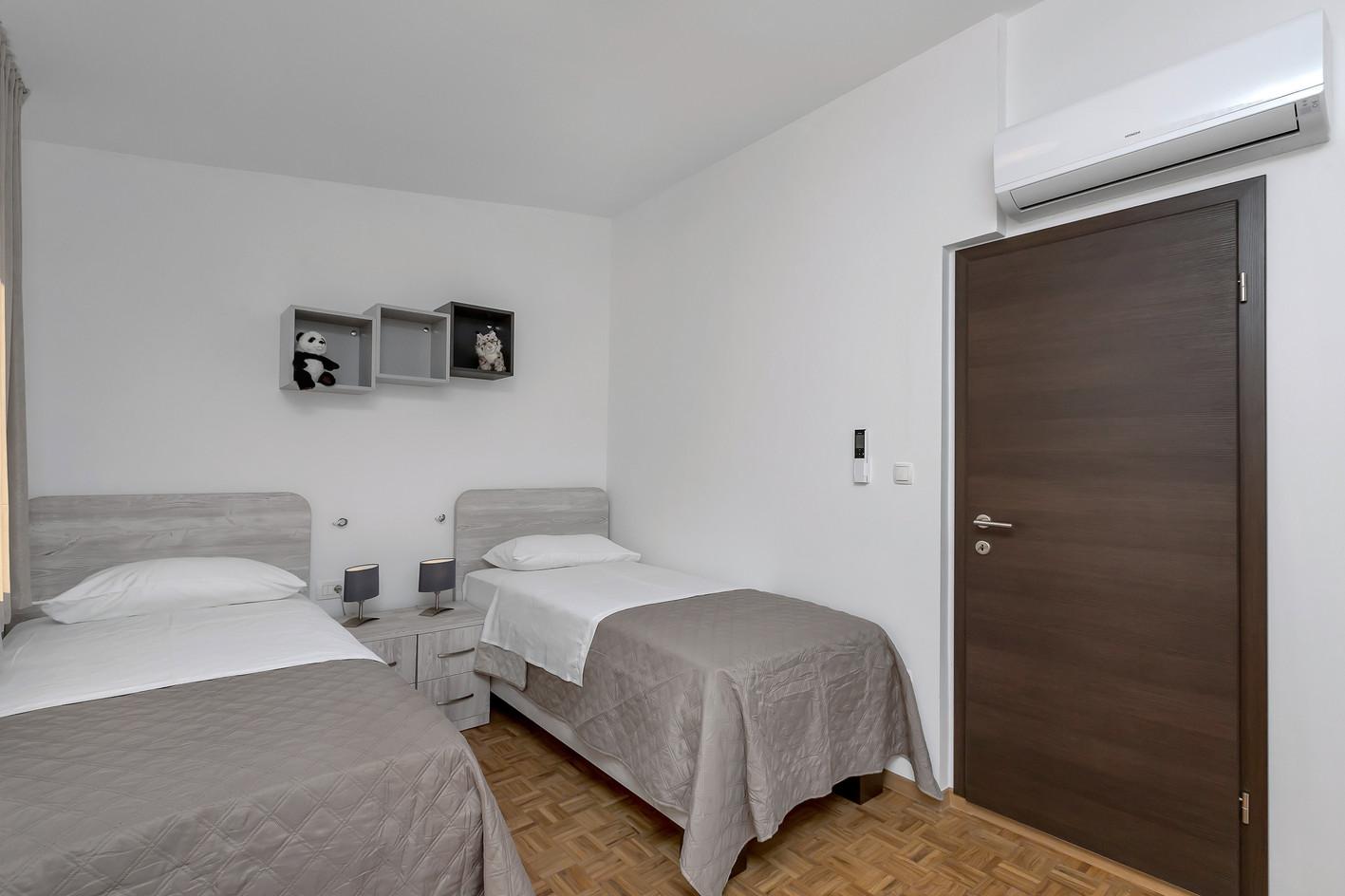 Zwei Einzelbetten oben