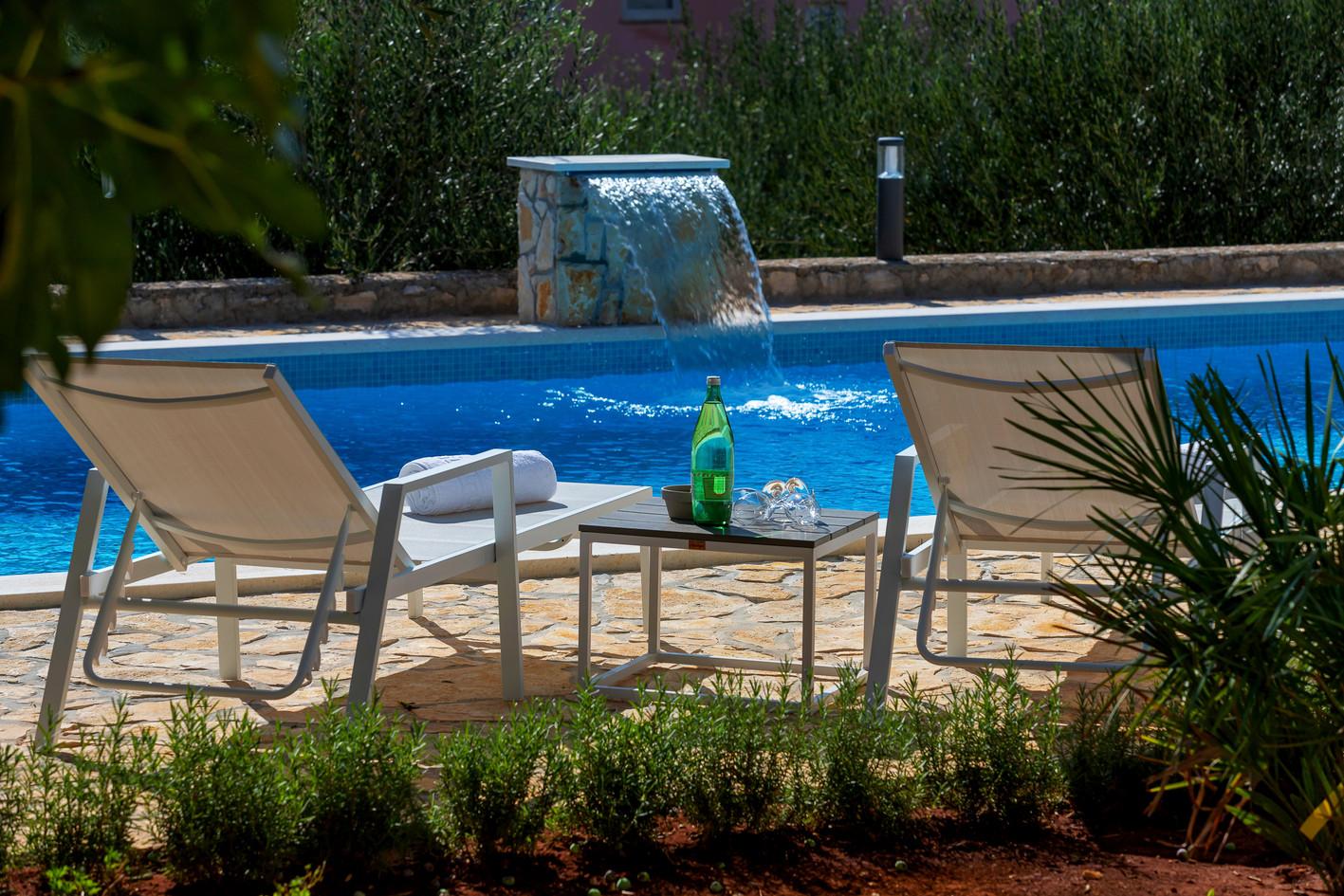 Beistelltisch am Pool