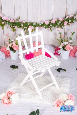 Guirlande fleurs avec chaise