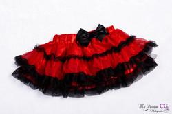 bébé noir et rouge