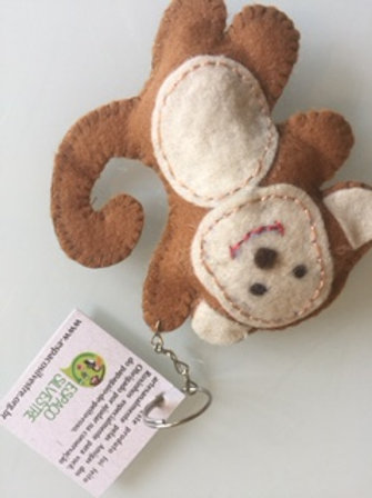 Chaveiro macaco pendurado