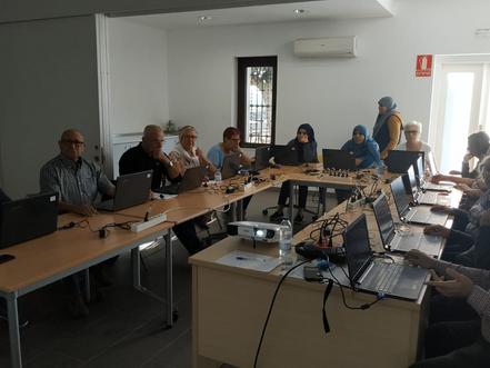 13 persones inscrites al curs d'informàtica bàsica