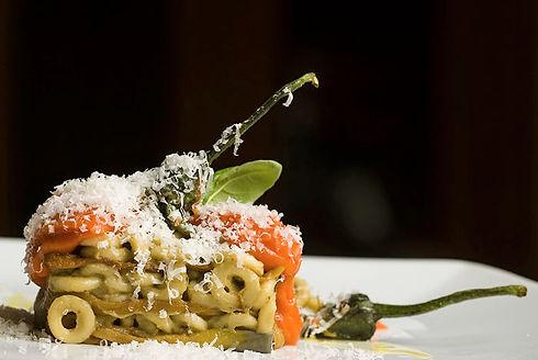 Parmigiana di melanzane Perline, anellini siciliani e ragusano DOP