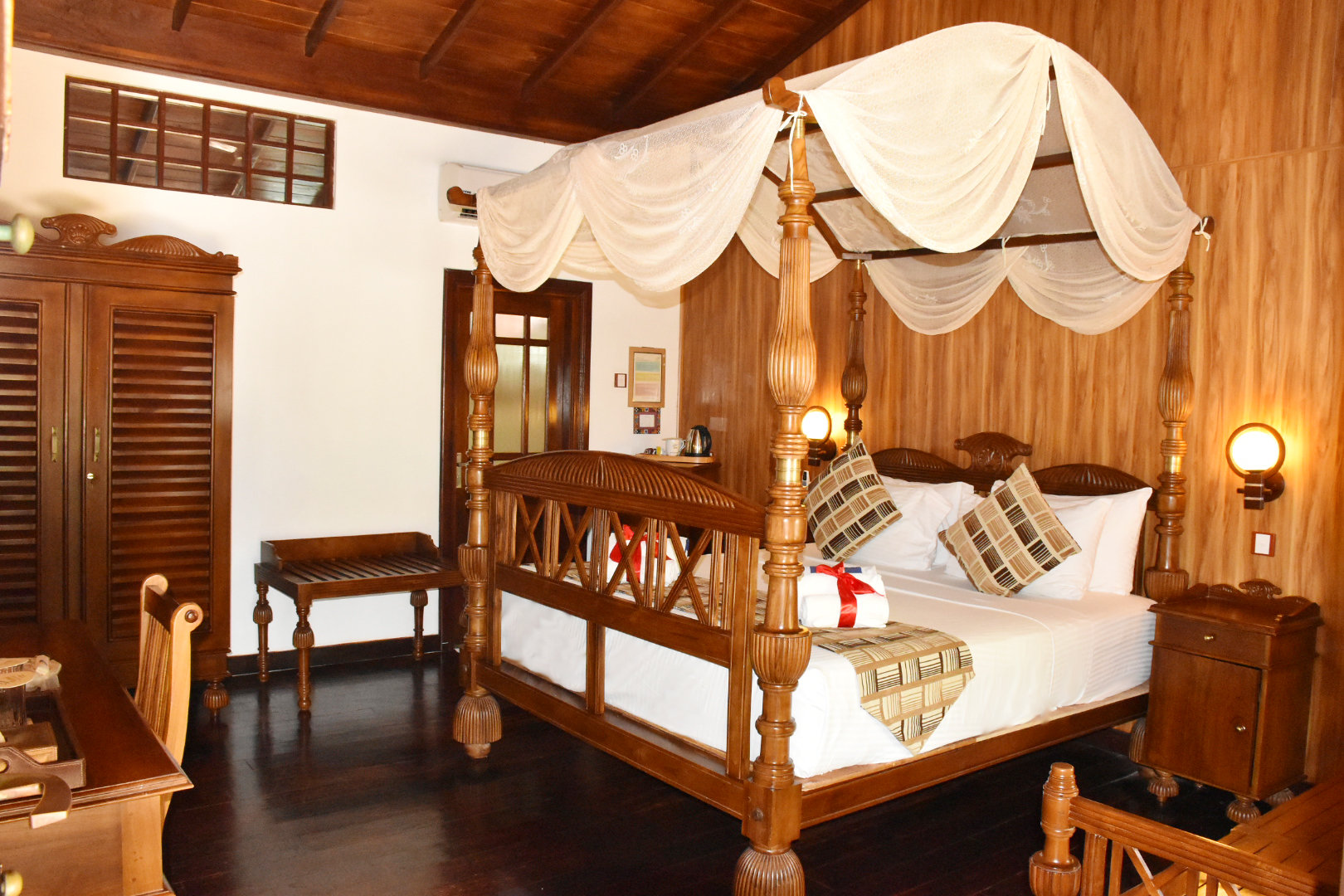 Royal Deluxe Ocean Terrace Suite