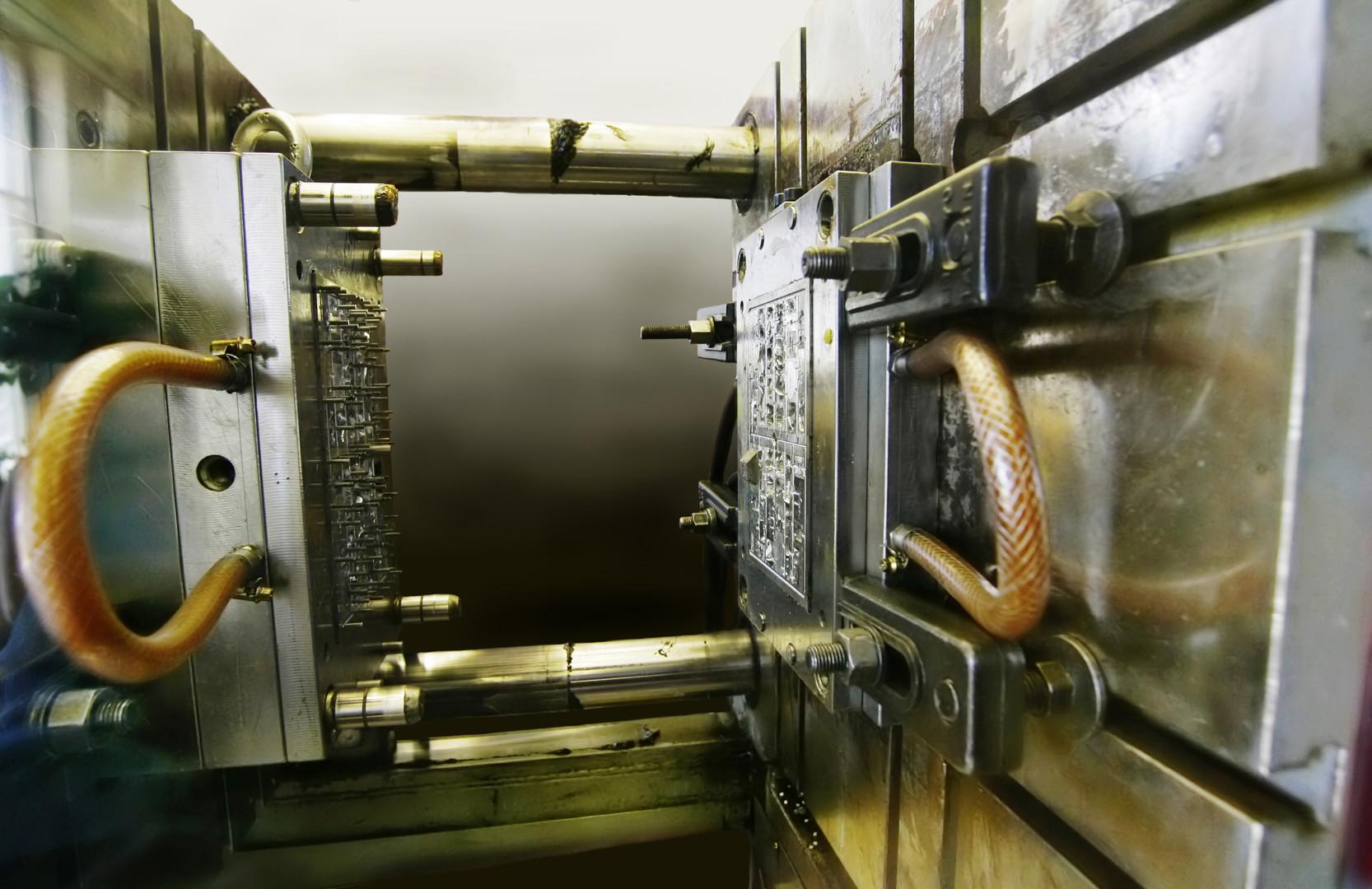 Injection molding machine.jpg