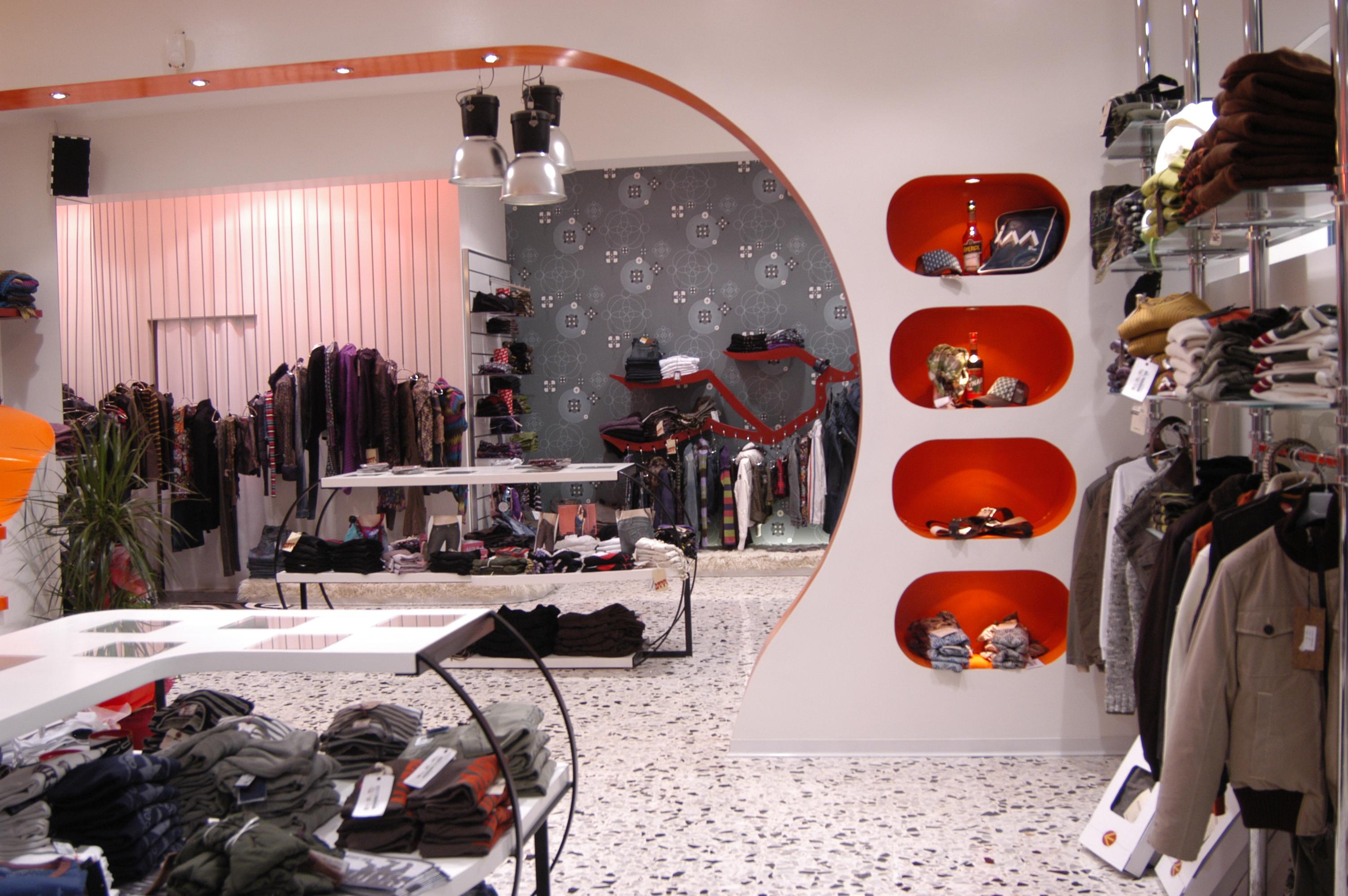 ristrutturazione negozio abbigliamen