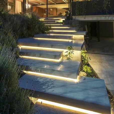 Egyedi LED-es világítás a kertben