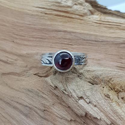 Sterling Silver Garnet Cabachon Ring