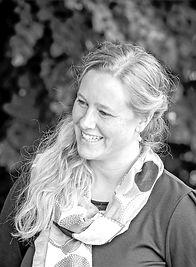 Silke Thalhammer, Freie Rednerin und Erzählerin für Hochzeiten und Märchenerzählkunst, Figurentheaterspielerin, Märchenfunken, Märchenhafte Hochzeitsfunken