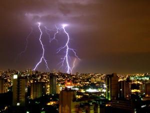 O seu prédio tem para raios? Acha que por isso você está protegido?