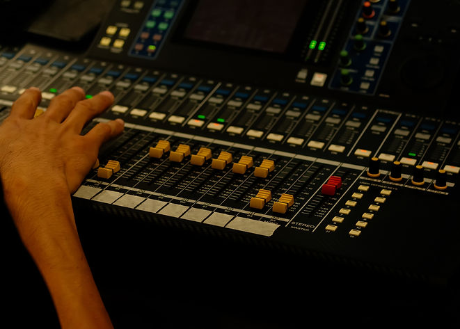 hand-of-sound-engineer-on-the-control-pa