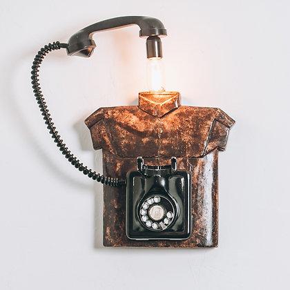 חולצת עץ מהודו בשילוב טלפון עתיק