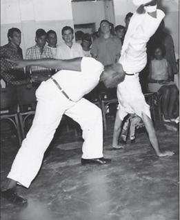 Mestre_Bimba_em_Acao_2_capoeira.png