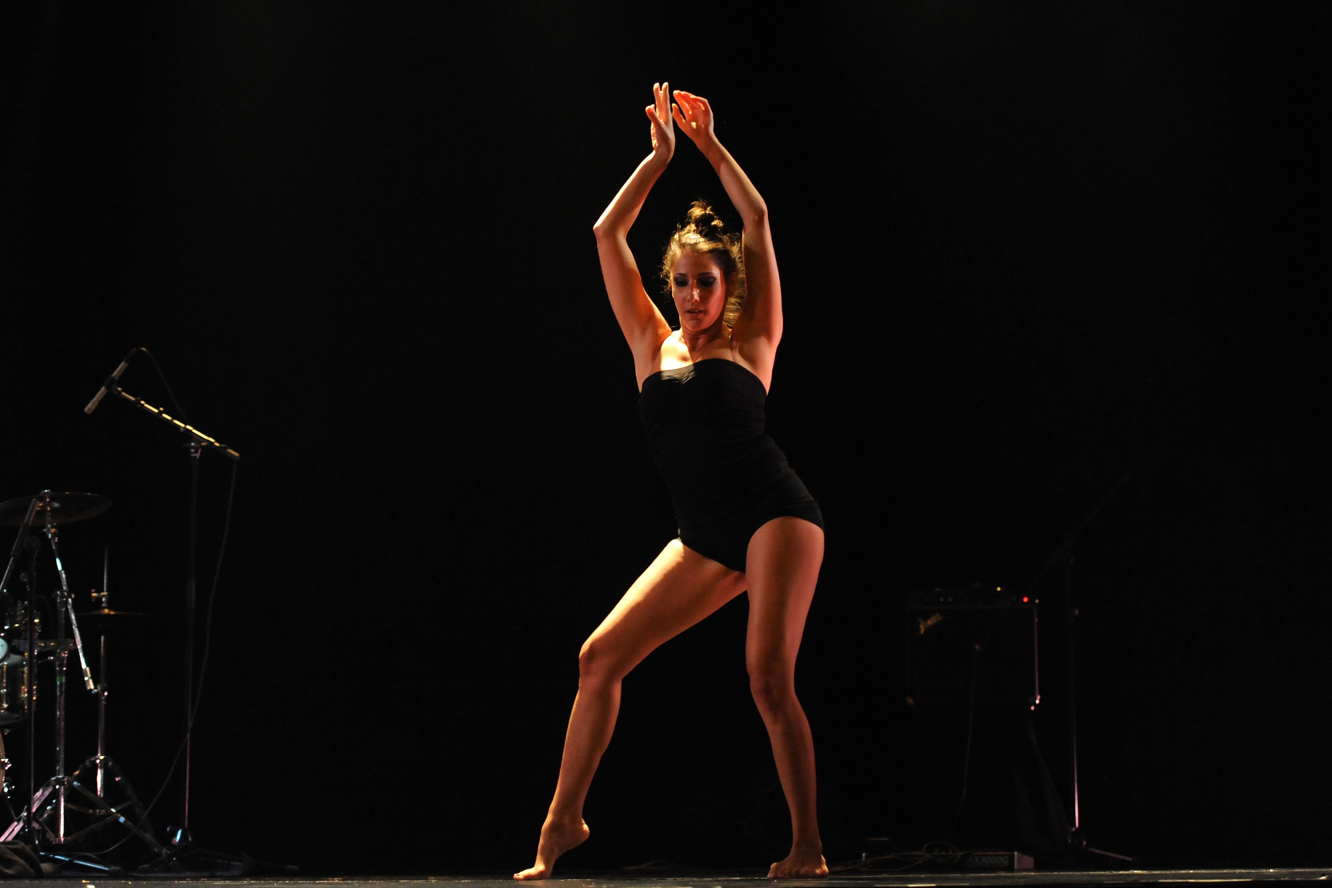 Yessenia Alves scène