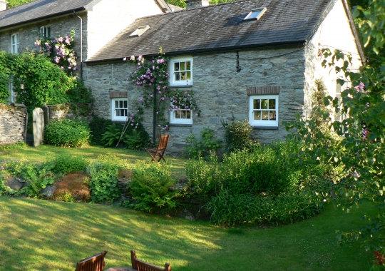 Ty'r Beudy & Farmhouse Anneexe