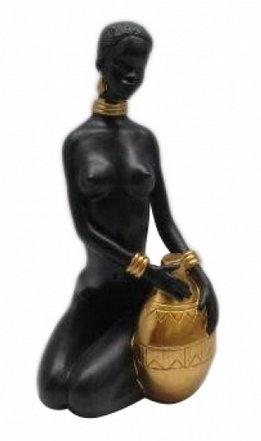 Статуэтка Африканская девушка с кувшином 2