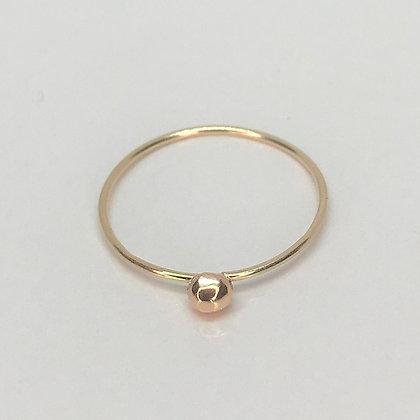 Arol - Gold Ring with Mini Pebble