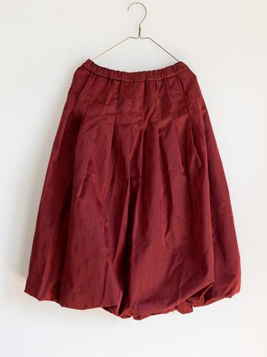 赤のバルーンスカート
