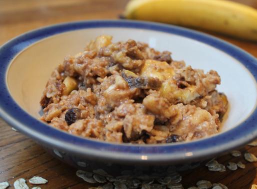 How to make: baked banana, raisin and walnut porridge