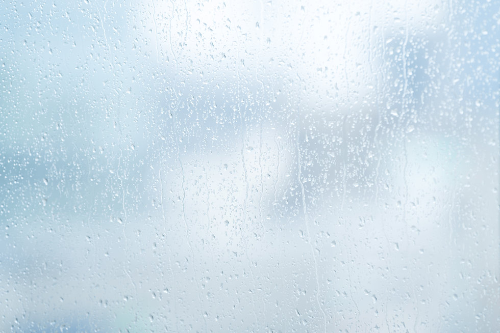 雨にぬれたガラス