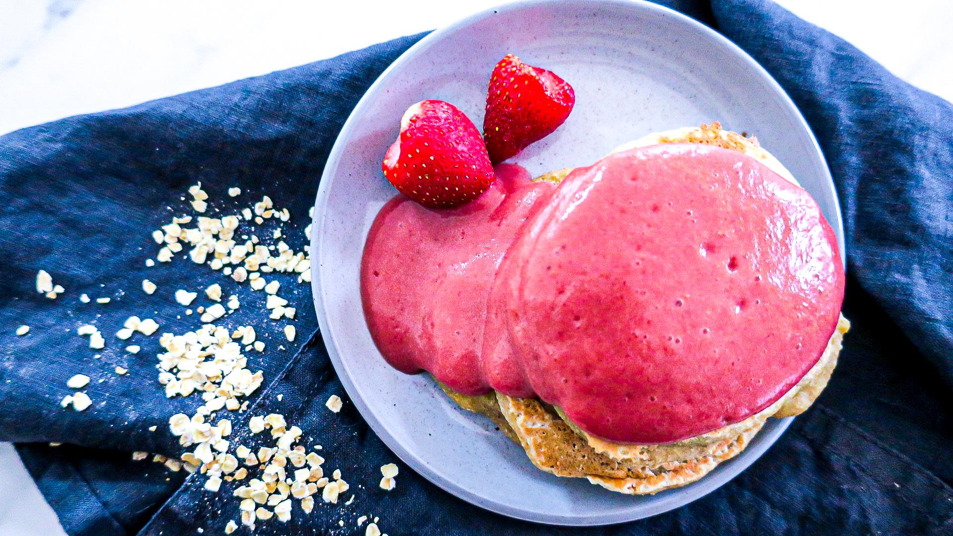 Vegane Bananen Pancakes mit super gesunder Erdbeersauce #pancakes #gesund #healthy #vegan #recipe #erdbeersoße #rezept #recipe
