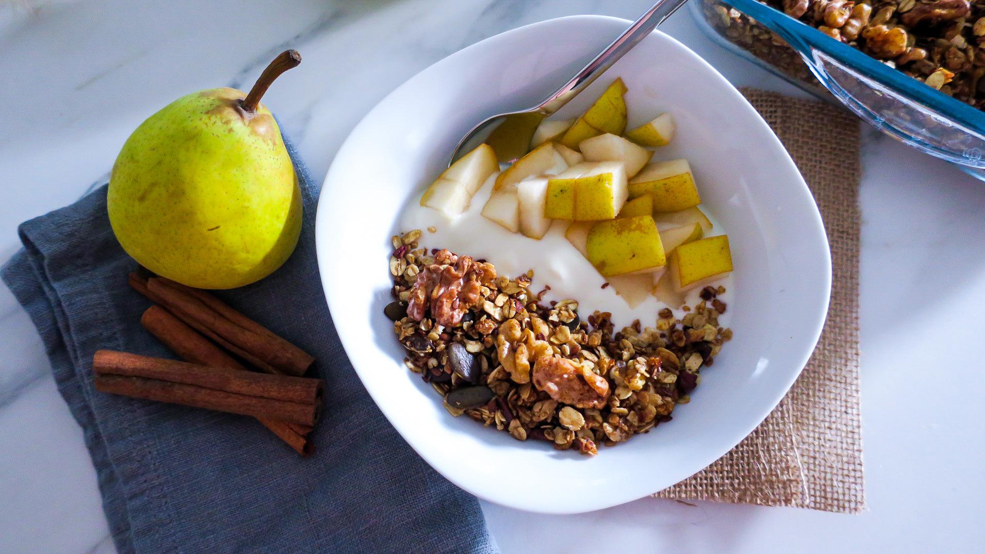 Herbstliche Birnen-Frühstücksbowl
