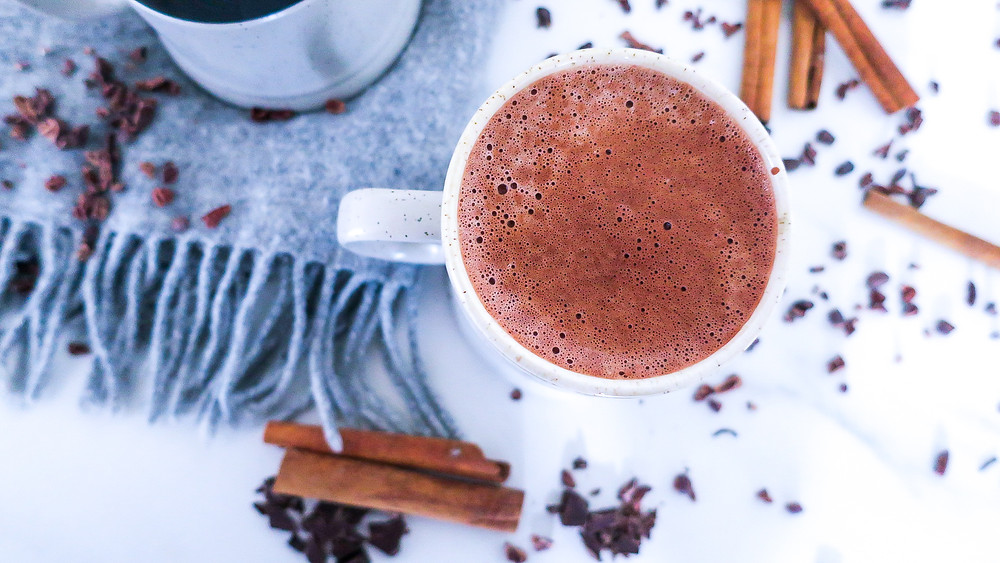Heiße Beauty Schokolade #hotchocolate #raw cacao #healthychocolate #healthy #skinfood #happyfood #recipe #moodbooster #gesund #cleaneating #schnell #easy #abnehmen #weightloss #lowcalories #vegan #inspiration