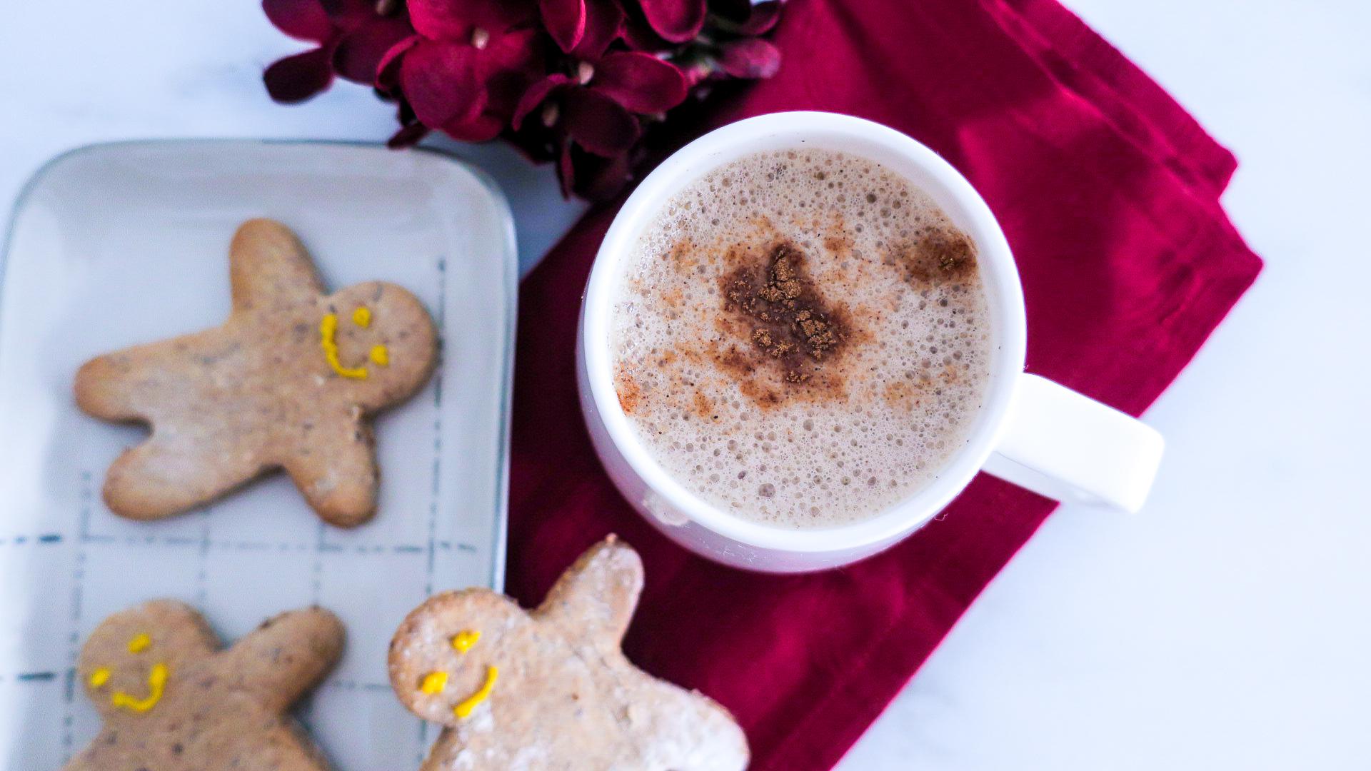 Vegane Spekulatius Chocolate Latte #vegan #healthy #recipe #christmas #spekulatius #chocolate #latte #plantbased #gesund #einfach #easy #veganerezepte #veganelatte
