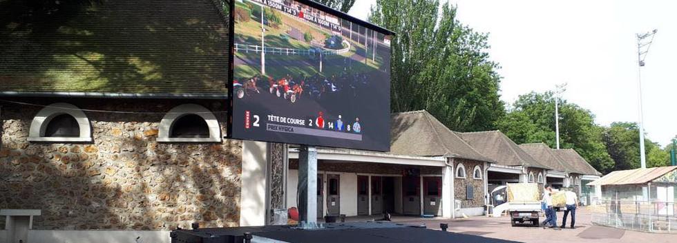 Podium extérieur + écran 15m²