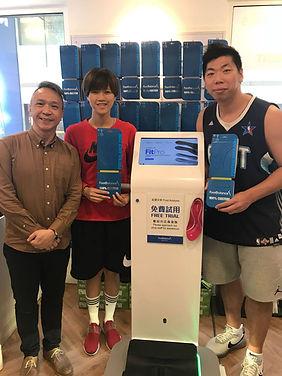 Fukien Basketball Team members at FootBalance LKF store  香港職業籃球隊隊員- Kay Kay Wong 與司徒偉𠎀在我們中環店