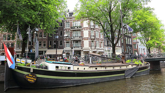 See a houseboat inside