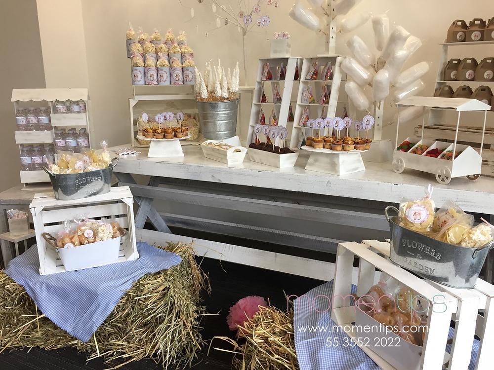 mesa de dulces con paja