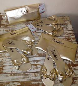 Sandalias con moño doradas