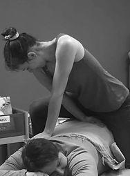 massae allongé, pause en entreprise, détente en entreprise, détente au travail, massage au travail, massage en entreprise