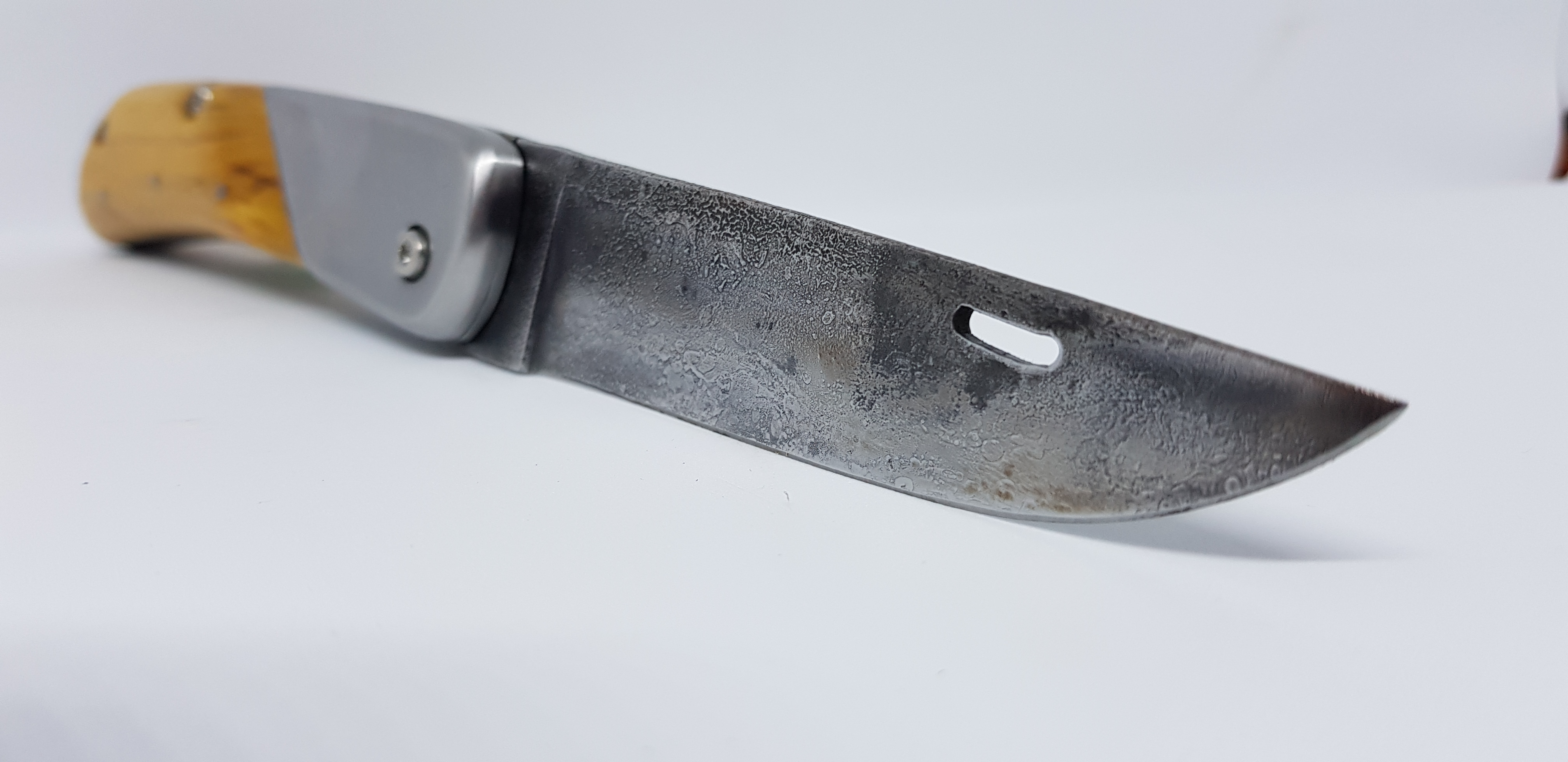 Couteau pliant onglet ouvert