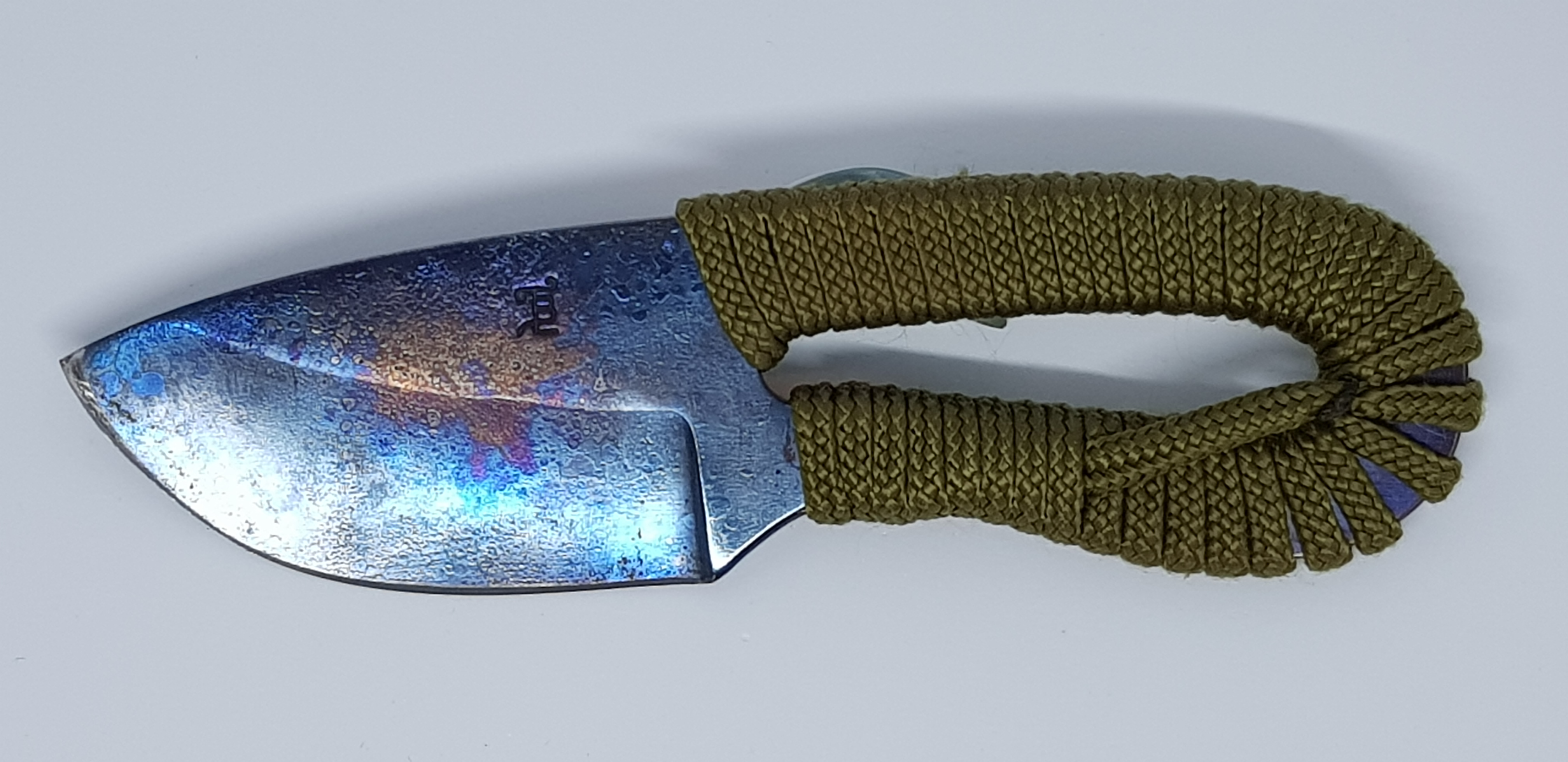 Couteau bushcraft paracorde