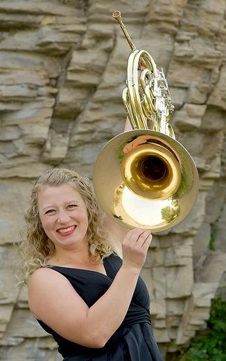 4405 Madeleine Folkerts Horn in Air web.jpg